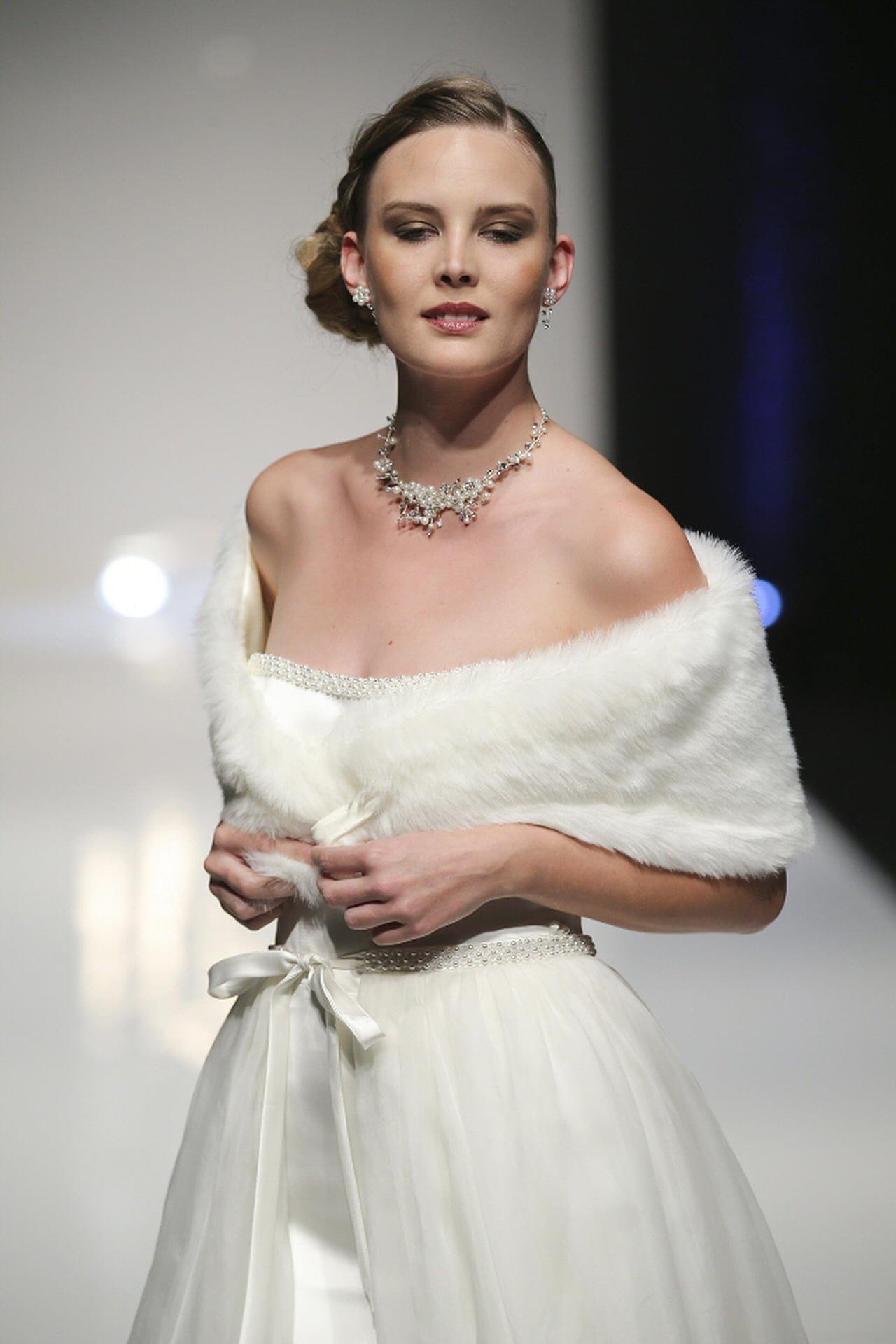 outlet store e1abf 9ef58 Coprispalle sposa: i modelli più eleganti