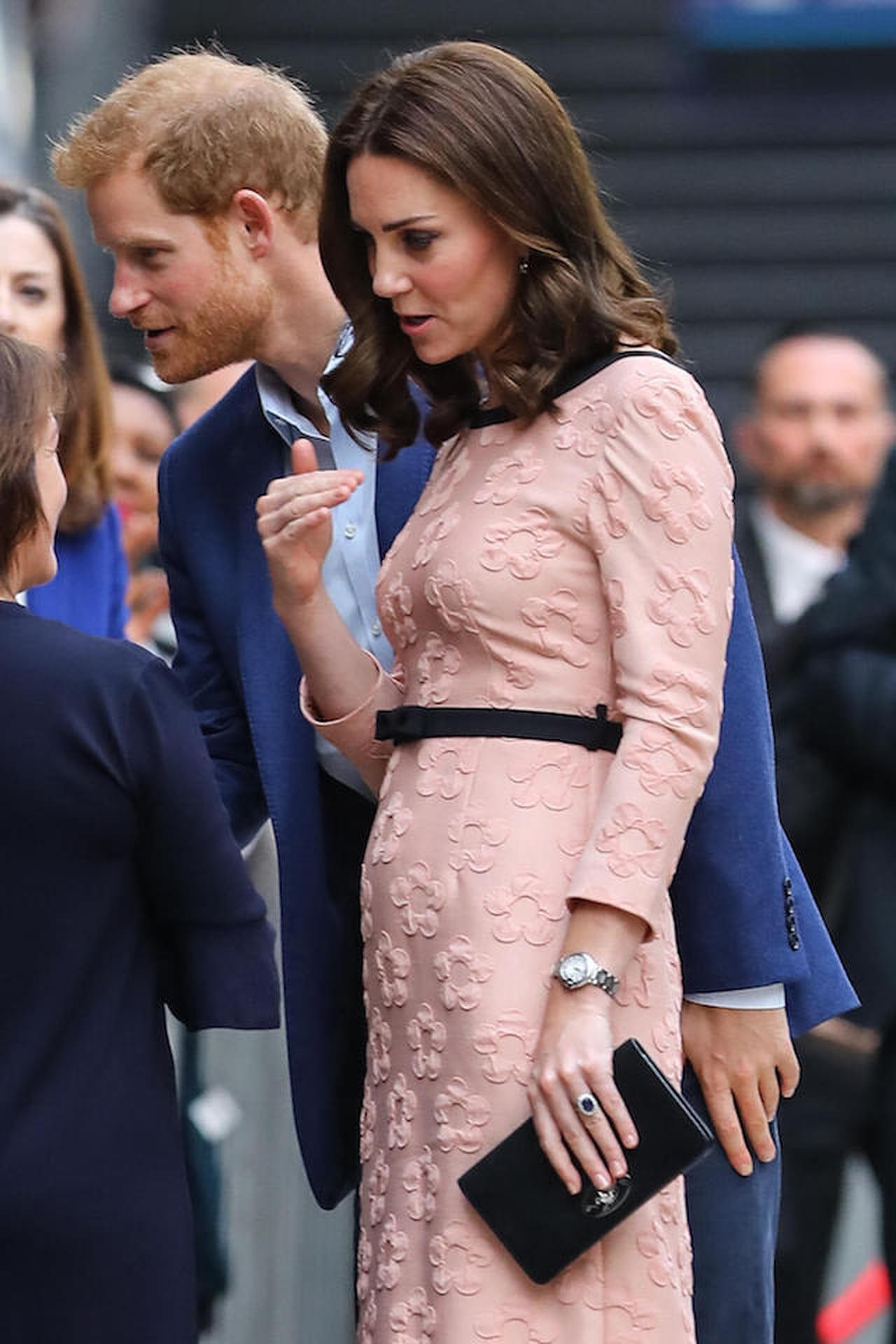 0e34c031dd0e Kate Middleton in questa terza gravidanza continua a conquistare con i suoi look  premaman vip ma opta