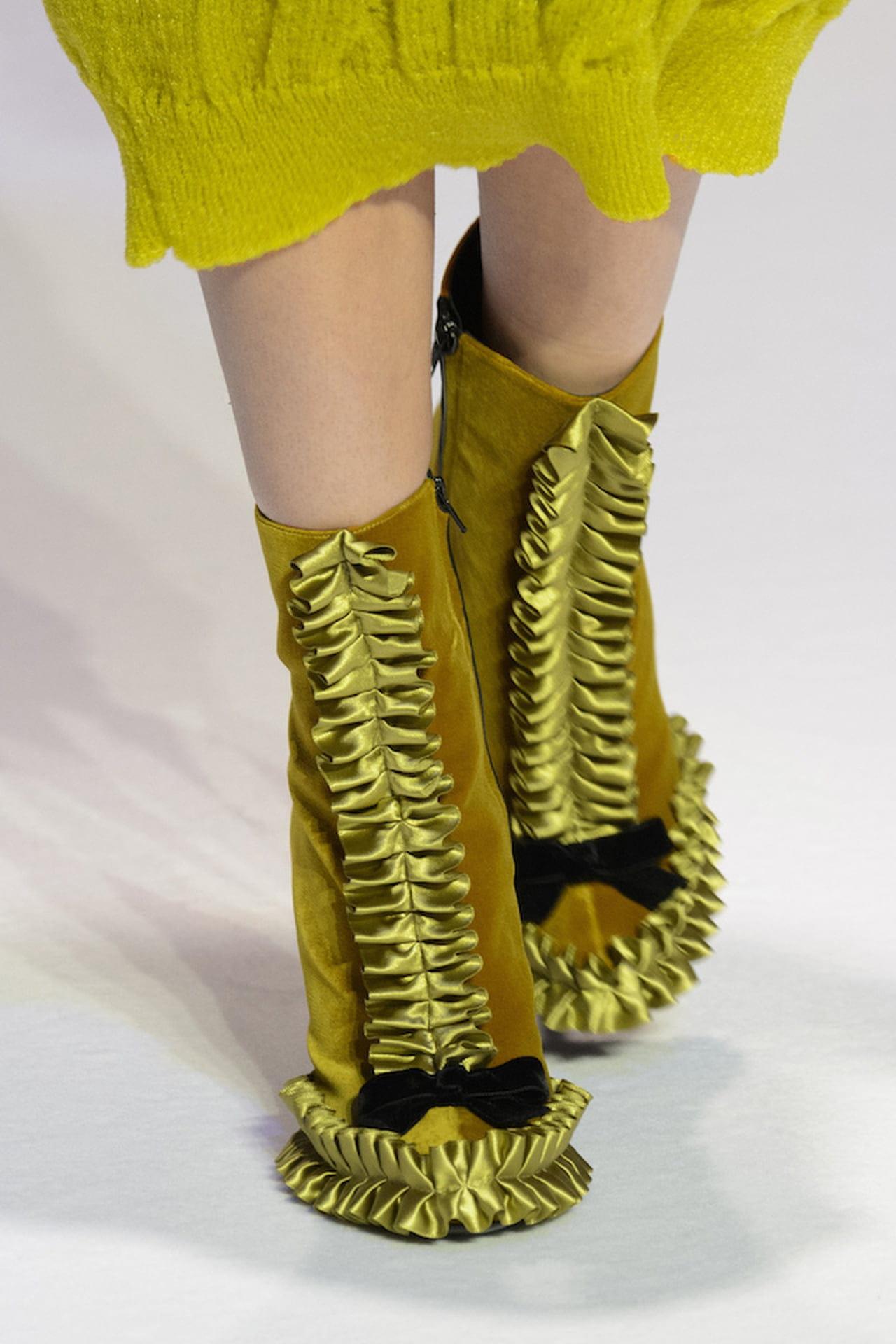 timeless design a50e9 1c996 Tendenze scarpe: pazzie fashion dai catwalk