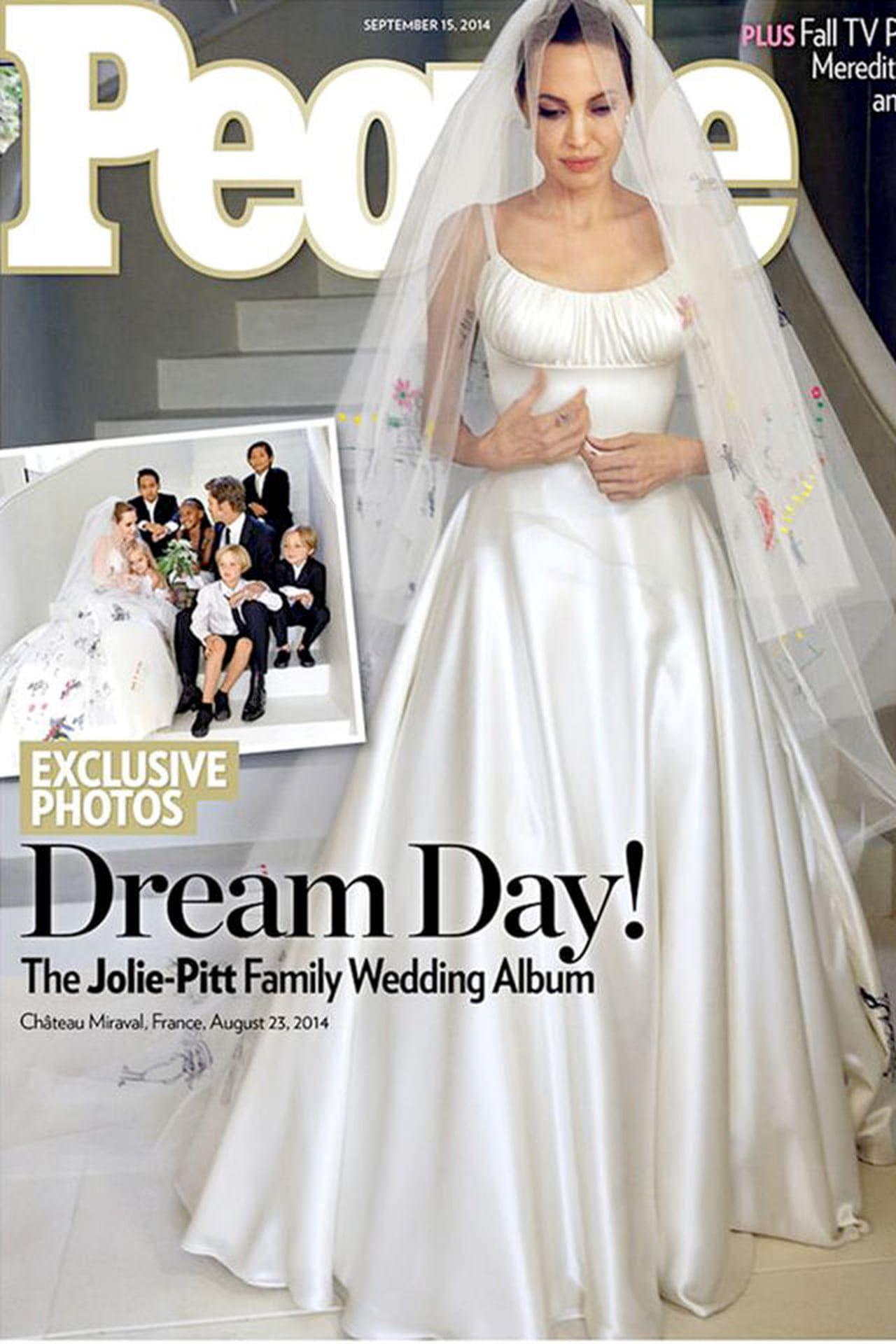 Abiti Da Cerimonia Kika.Angelina Jolie Il Suo Abito Da Sposa Per Il Matrimonio Con Brad