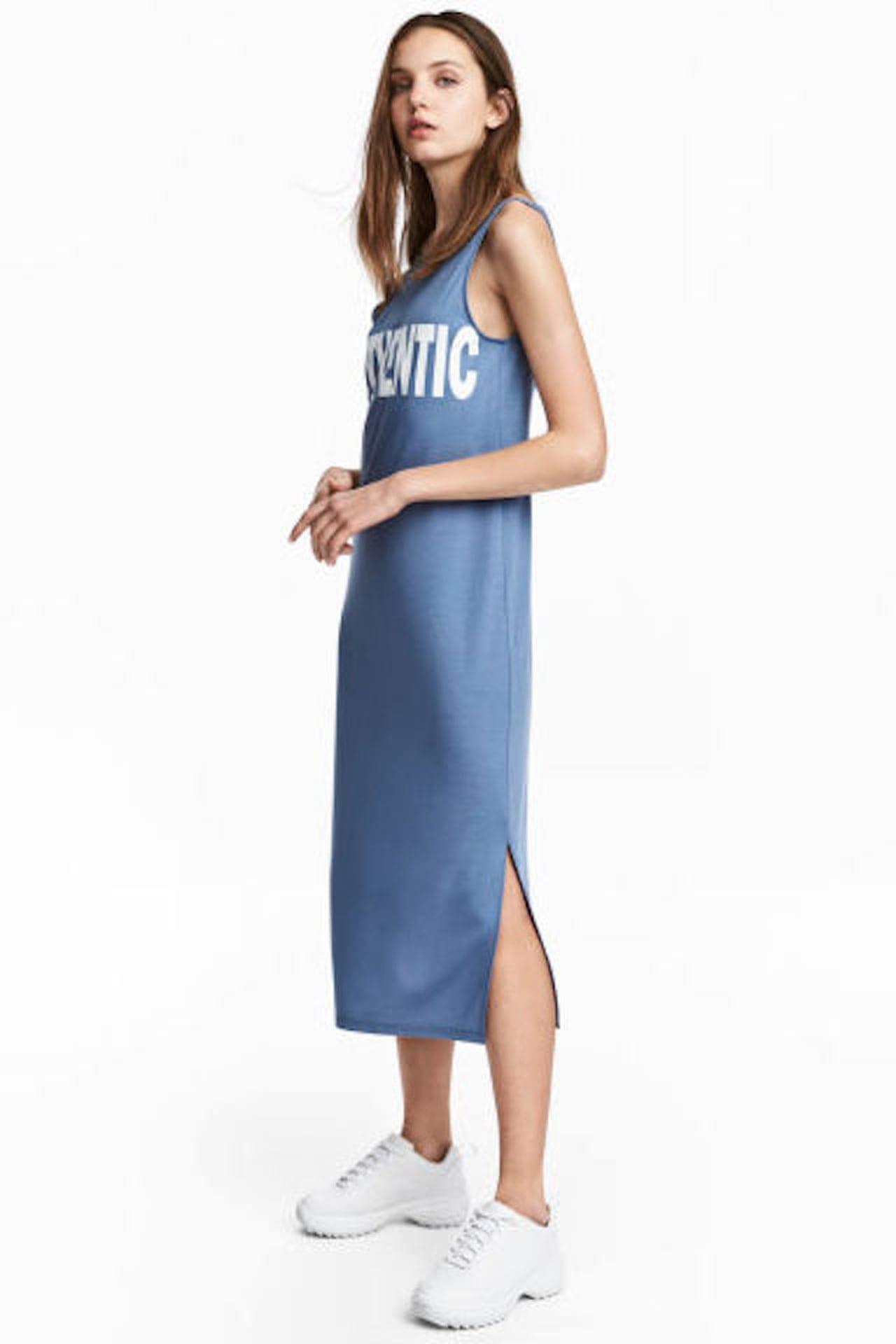 a0d0ff02c2a59 Tra le proposte di vestiti estivi il modello H M esplora una versione  decisamente sporty. © H M