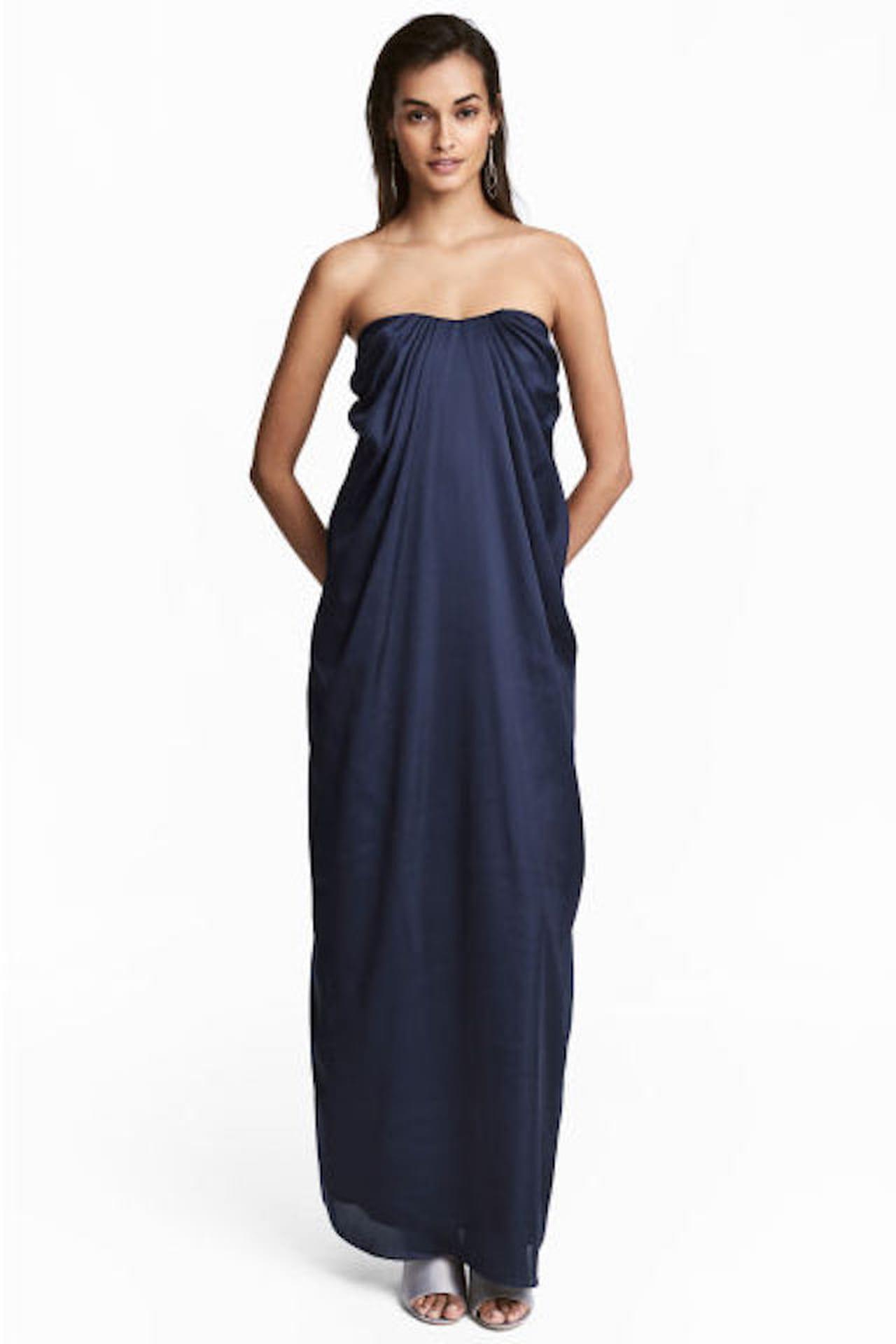 2d818ae356e9 Lungo e drappeggiato il long dress a palloncino proposto da H&M nella  collezione della Primavera/Estate. © H&M