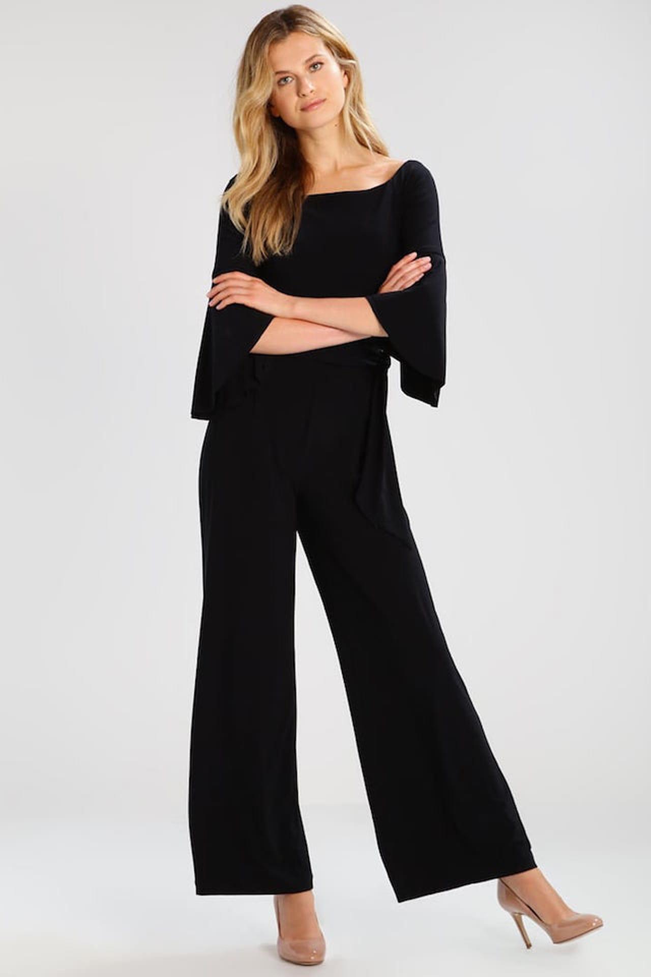 3ec0b0a616f6 Tuta jumpsuit elegante  il modello Ralph Lauren si declina sul total black  ed è impreziosito dalle maniche ampie. © Ralph Lauren su Zalando