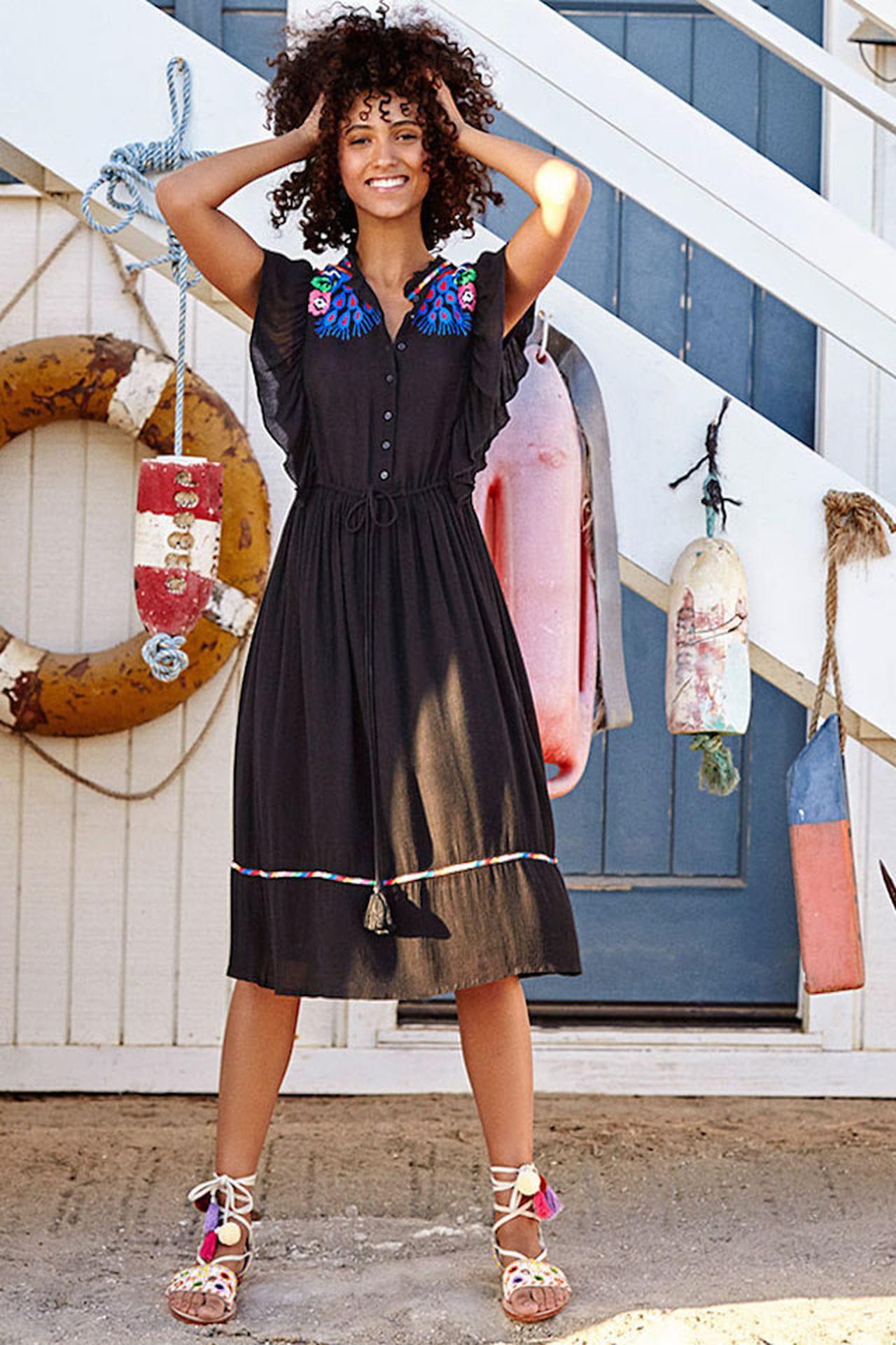 351f010f22460 Su Amazon ecco tra i vestiti lunghi estivi il modello vezzoso firmato Antik  Batik. © Amazon