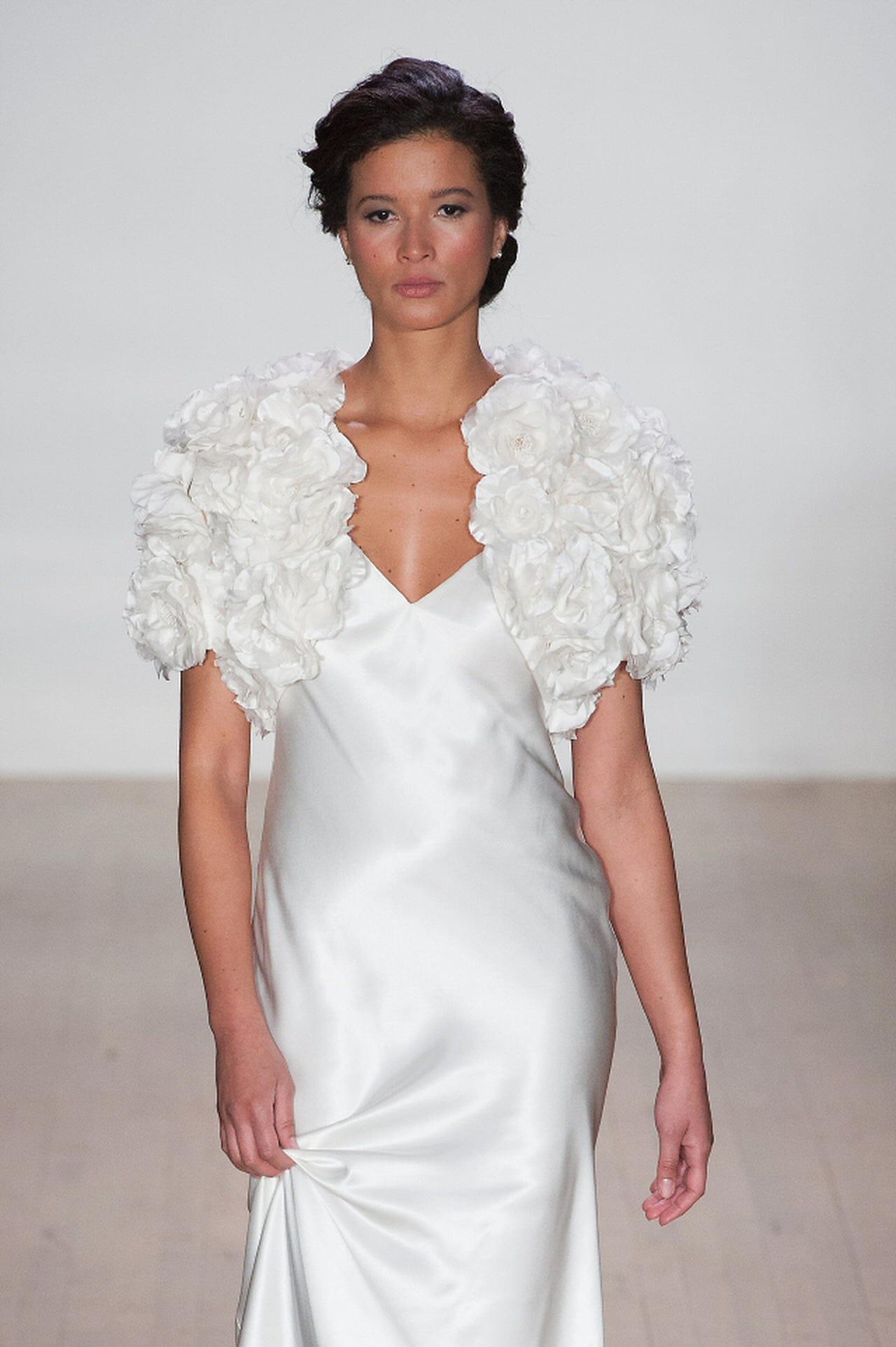 outlet store 70eda fdf3b Coprispalle sposa: i modelli più eleganti