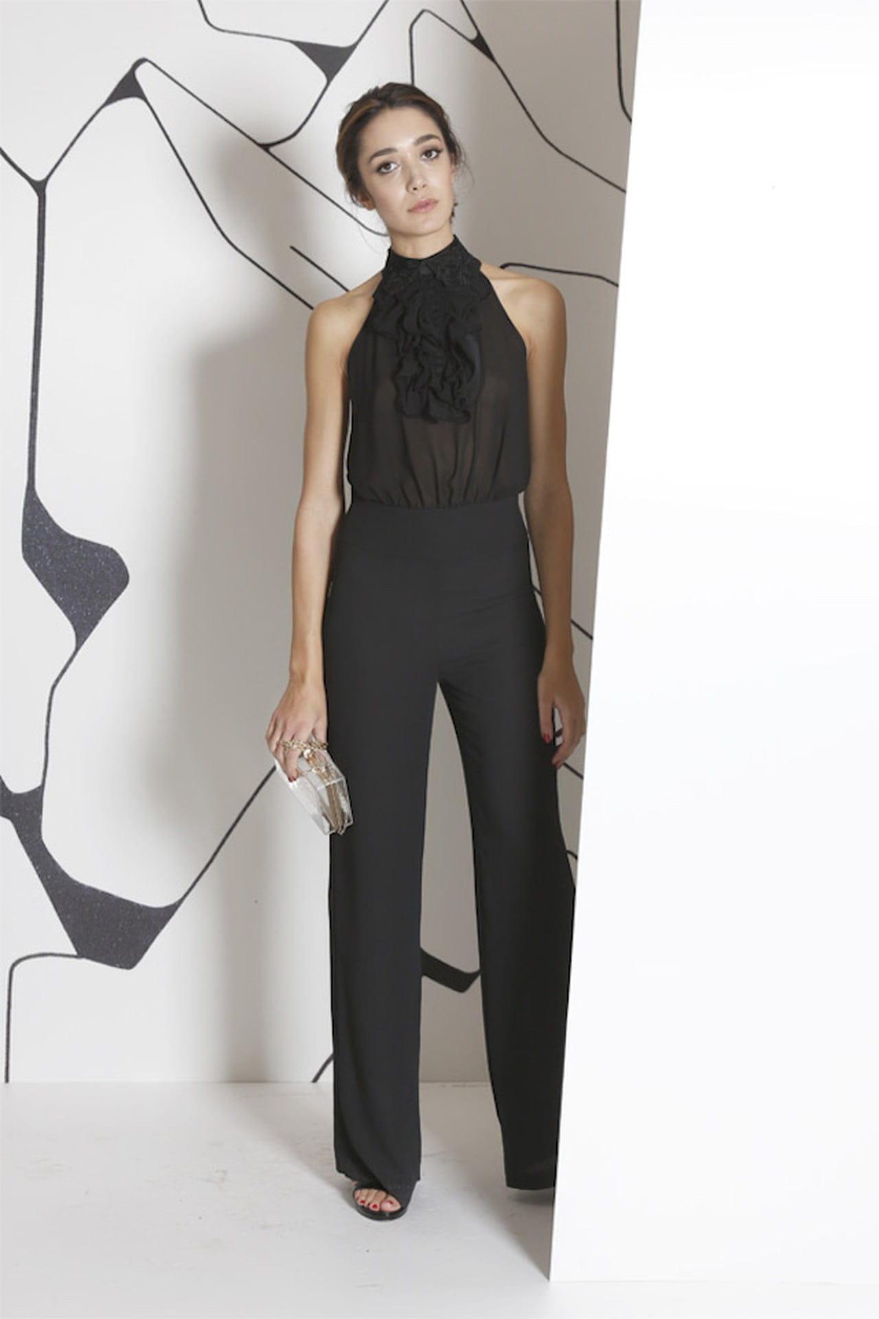 Blusetta impalpabile e pantaloni fluidi per il completo total black di Sandro  Ferrone. © Sandro Ferrone 3d9ecbaa56a
