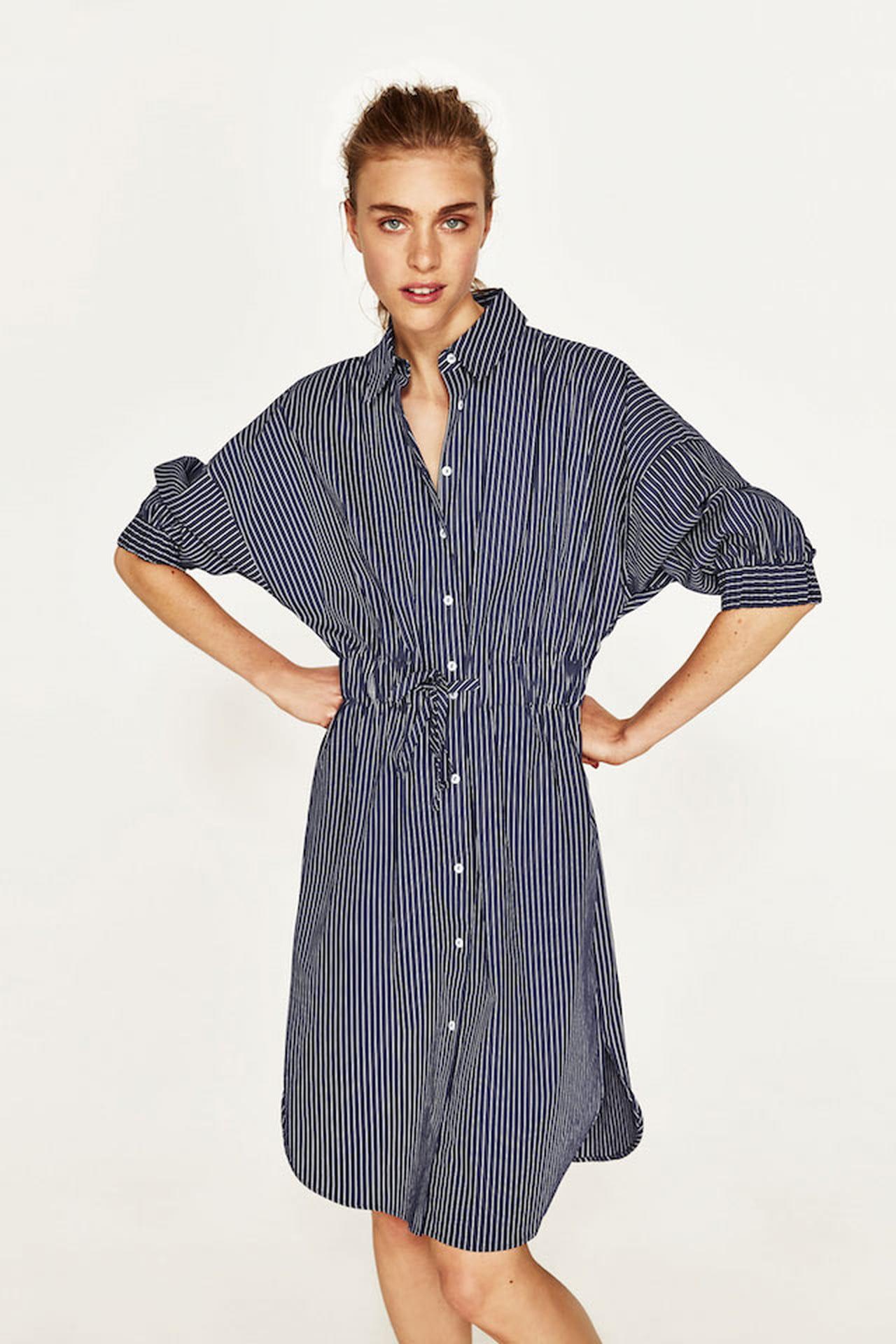 2594da403bc4f La tunica chemisier di Zara è un classico tra i vestiti estivi e s indossa  sia al mare che in città. © Zara