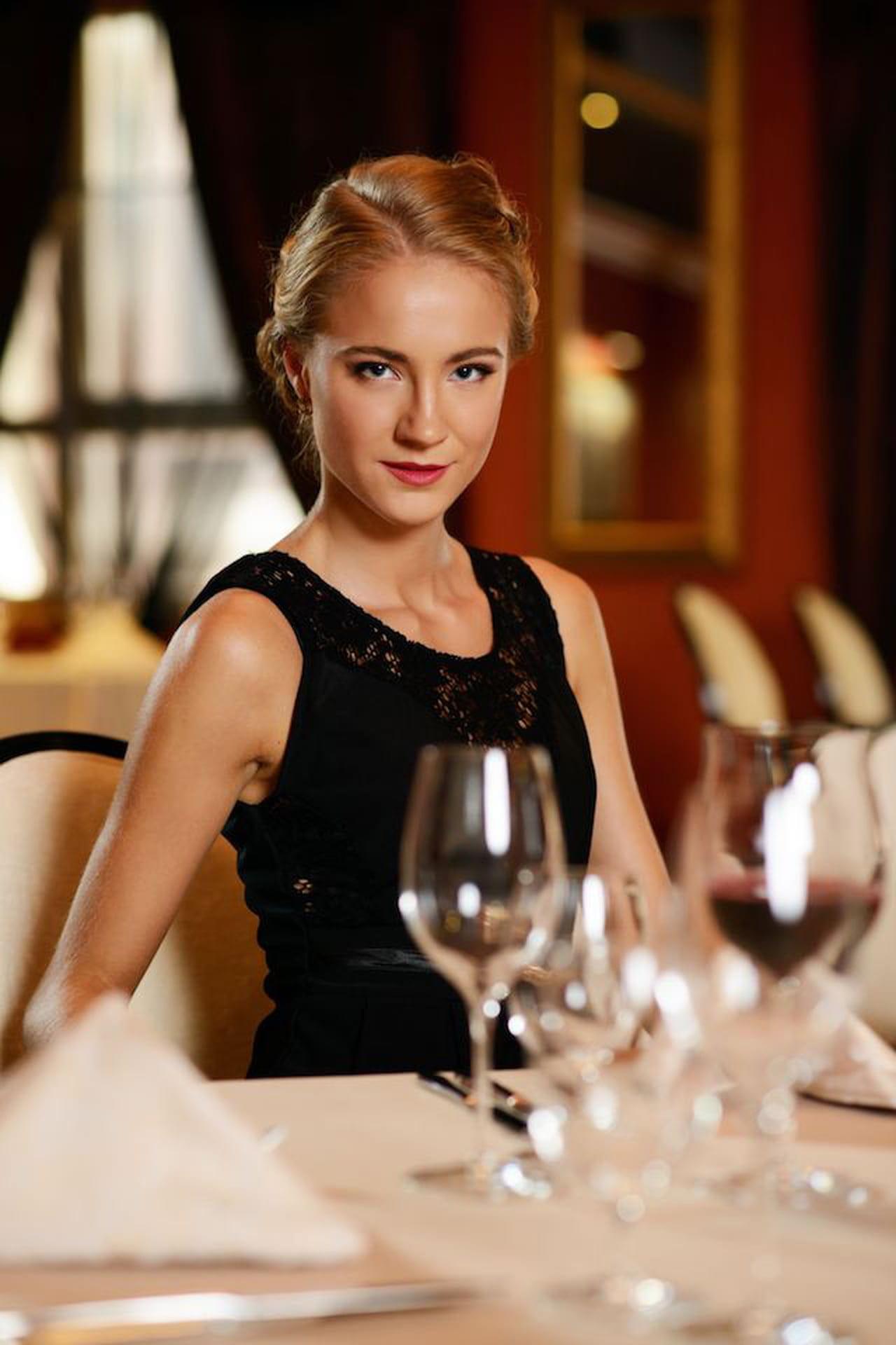 Galateo Tovagliolo A Destra galateo a tavola: regole per commensali impeccabili