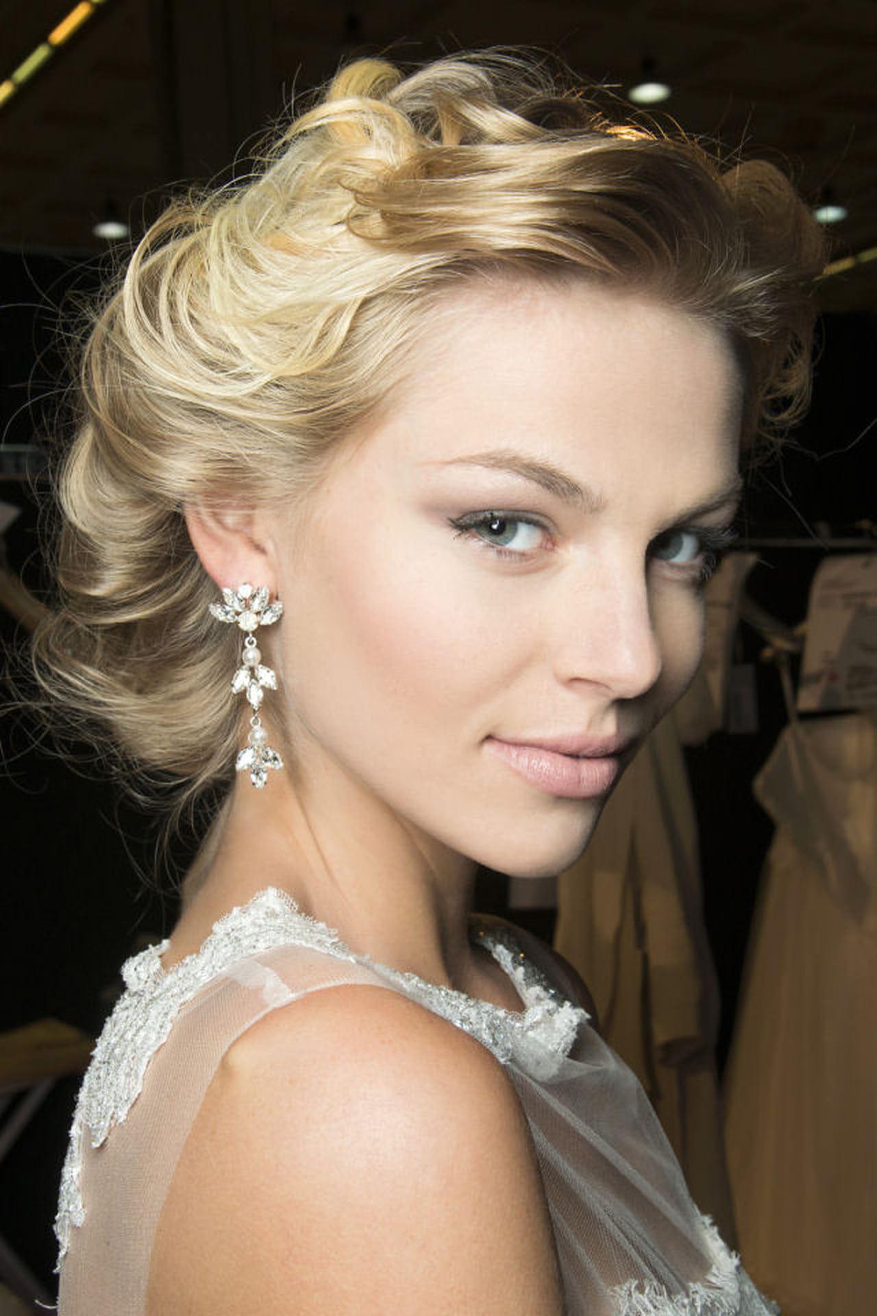 Acconciature sposa capelli lunghi: idee semplici da ...