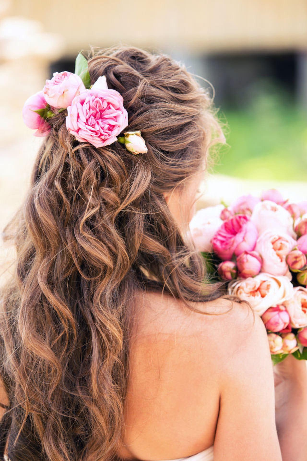 Acconciature con fiori: le idee più belle - Magazine delle donne