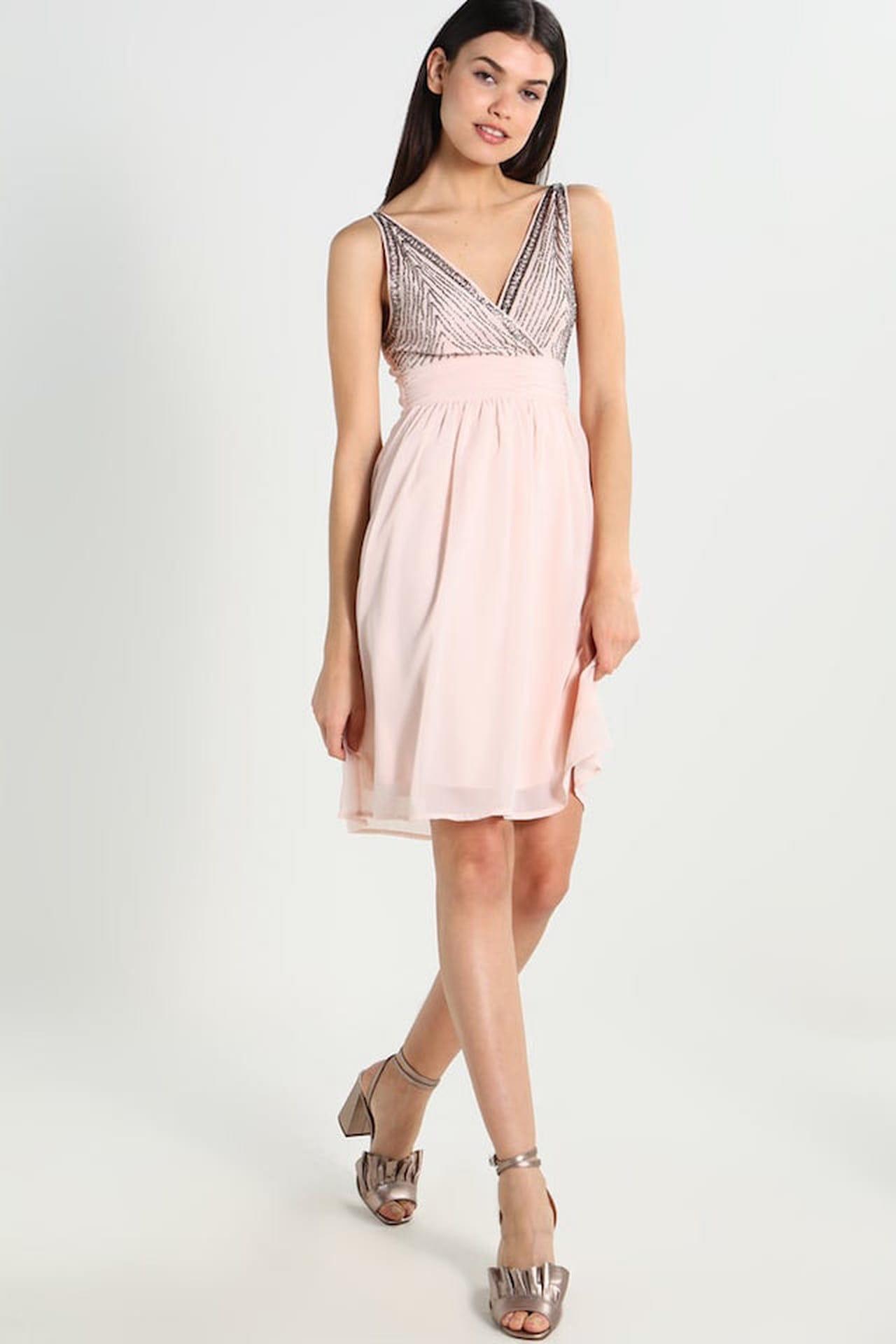 c8d29266cead Vestiti estivi corti anche per le occasioni un po  più elegantine con i  modelli firmati Vero Moda. © Vero Moda