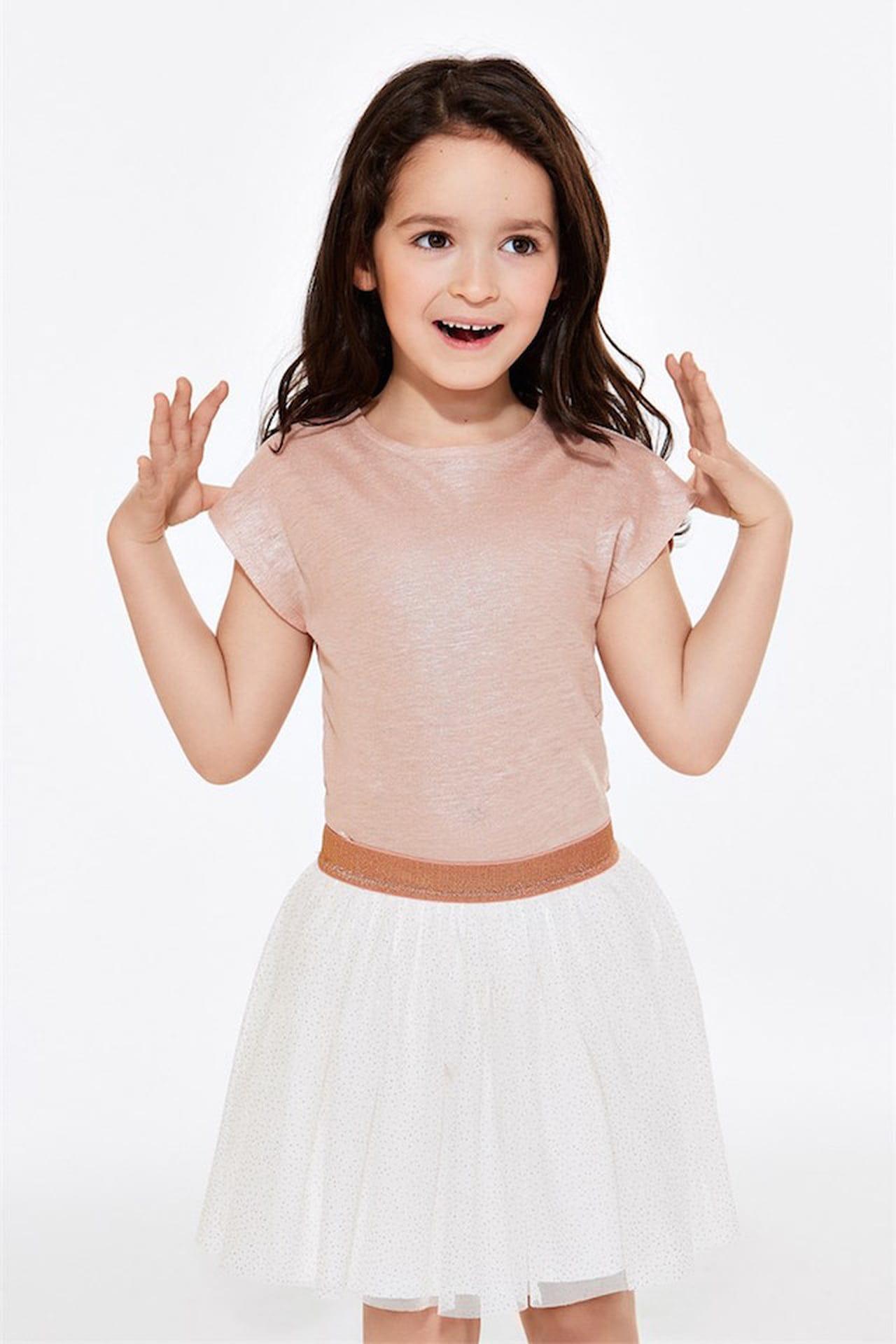 Dedicato alle principessine sempre in movimento il completo Petit Bateau  t-shirt e gonna in tulle con paillettes. © Petit Bateau a675377a726