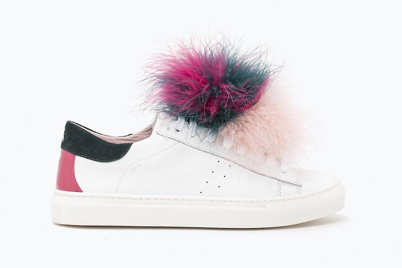 Divertenti e originali le sneakers d annata di Patrizia Pepe sono rese  sbarazzine da un maxi pompon in piume. © Patrizia Pepe 8eb38a51ba5