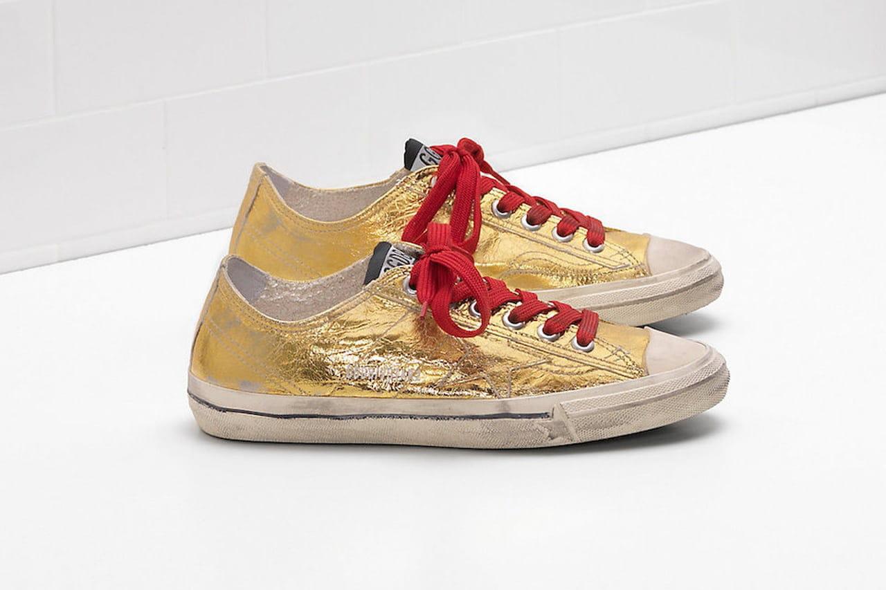 Tra le proposte stagionali in fatto di sneakers ecco il modello dorato  firmato Golden Goose. © Golden Goose 73067ac4a46