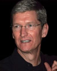 Tim Cook accusato di evasione fiscale con Apple
