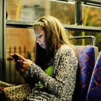 Cellulare, gli europei hanno paura di usarlo all'estero