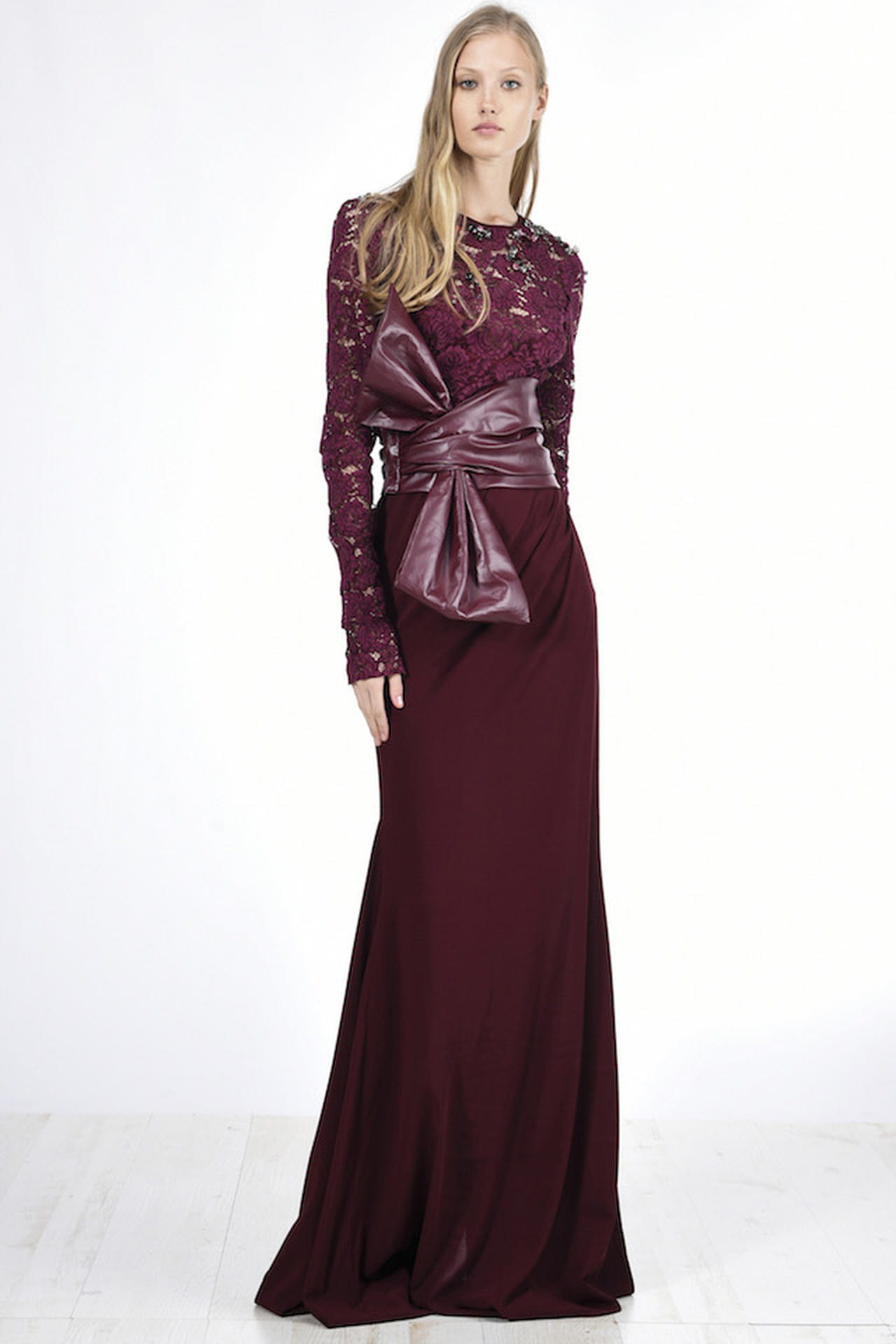 132a0cfa02dc Elegantissimo il long dress in pizzo e georgette disegnato da Pinko per le  cerimonie dell Autunno. © Pinko