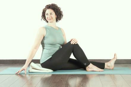 esercizi per mantenersi in forma le posizioni yoga
